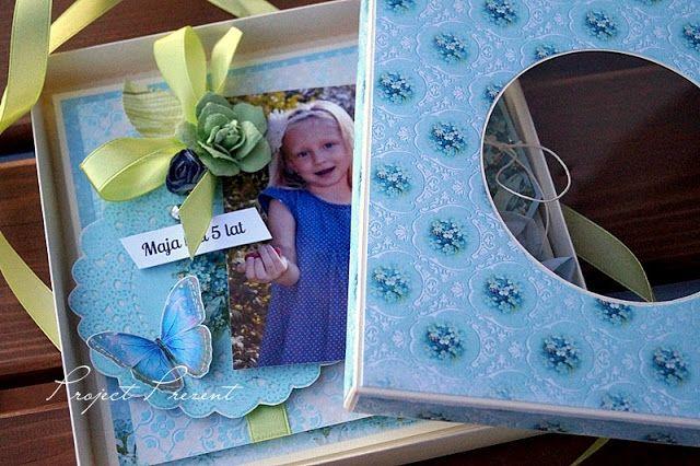 Kartka ze zdjęciem w pudełku z okienkiem :)