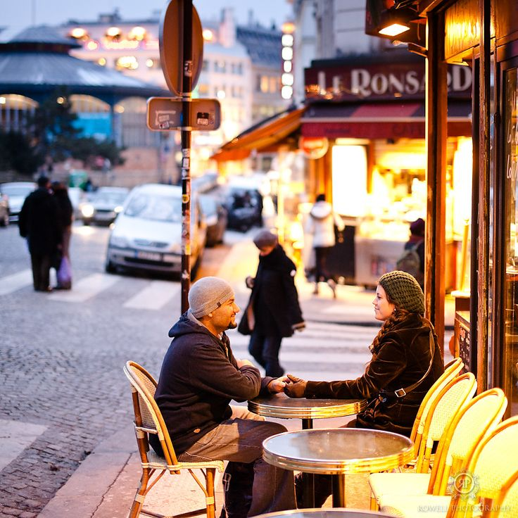 CLICK THIS PIN to see more night time romantic couples photos in Paris, France. Paris France honeymoon, Montmartre honeymoon photos,couple sitting at parisian cafe, montmartre