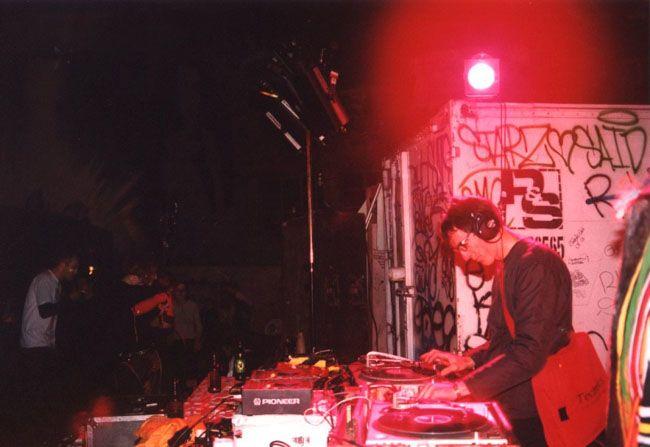 Dr Motte playing at the Graffitti Hall of fame 2001