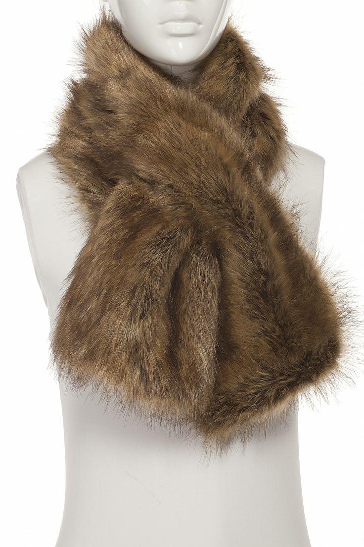 Tristan; Foulard de fausse fourrure; 49.00$ Trend: fur scarves and stoles