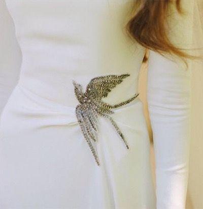 Detalles de novia en cintura