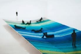 usar el azul como sinonimo de distancia, y figuras fuera de foco sobre acetato