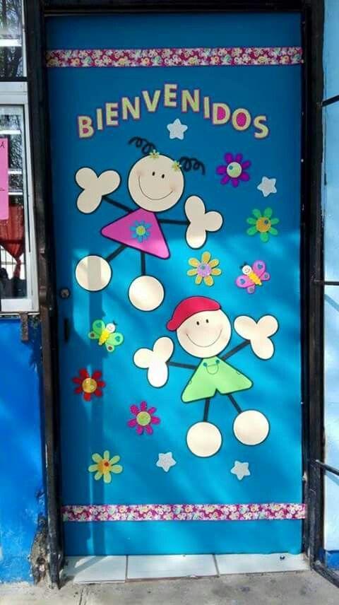 Puerta decorada de bienvenidos                                                                                                                                                                                 Más