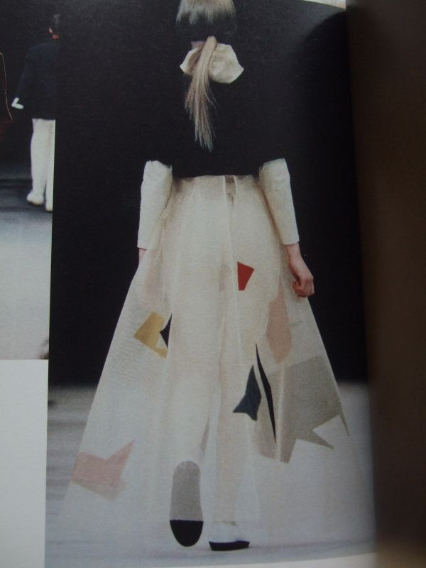 "Yohji Yamamoto - a/w 1989-90 ___ from a book by Kiyokazu Washida;  re-photographed & posted on Style Zeitgeist by ""chameleon."""
