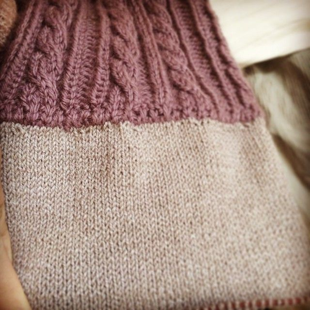 knitting a seamless lining for cableknitted cap #knit #knitstagram #knitlife #cableknit #lining #seamless #cap #yarnporn #alpaca #lilac #instaknit #pro.    http://instagram.com/polaripopin   http://www.polaripop.com