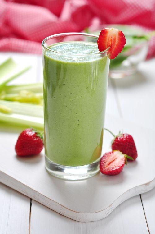 Sunt sigura ca ti s-a intamplat sa asociezi smoothie-urile verzi cu o bautura care nu este deloc delicioasa. Dar stai linistita! Am facut o lista cu cele mai gustoase smoothie-uri verzi, care pe langa faptul ca sunt delicioase, sunt si extreme de sanatoase. 1. Smoothie tropical – te duce cu gandul la o plaja din …