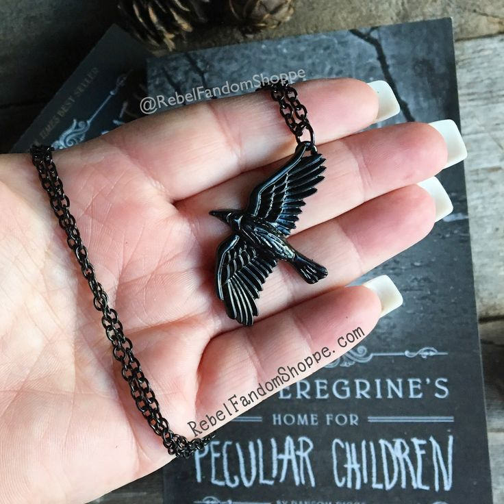 Bird necklace inspired by Miss Peregrines Home for Peculiar Children. Metal: Silver Alloy