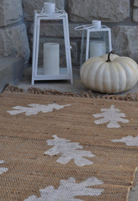 One of my favorite places to decorate is my front porch! Here are 10 Frugal Fall Front Porch Ideas to get your creative juices flowing.