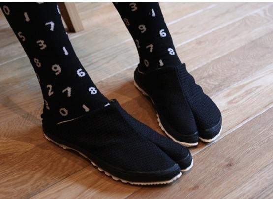 Slip-on tabi shoes by SOU・SOU SF, via Flickr
