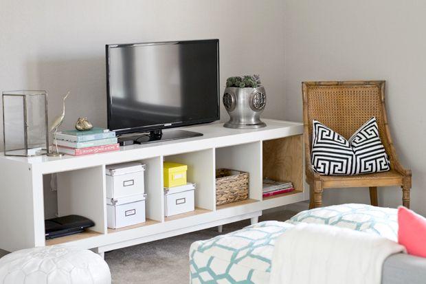 IKEA HACK: Regal zum TV-Ständer