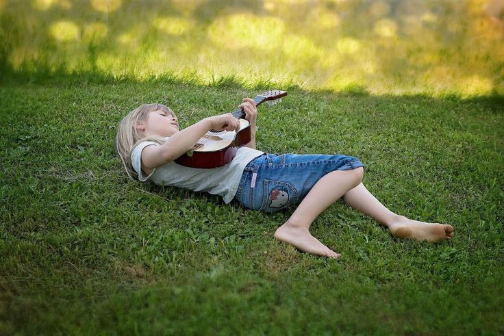 Here are a few things to consider when trying to find the right guitar instructor for your child. #music #parenting