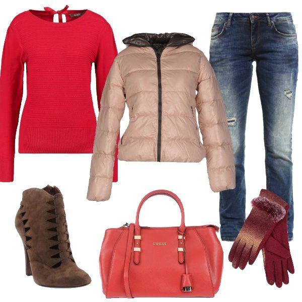 Outfit+glamour+per+un+pomeriggio+o+una+serata+da+passare+con+gli+amici+al+cinema+in+questi+giorni+di+festa.+Jeans+a+sigaretta+con+strappi,+maglione+red+e+piumino+in+piuma+d'oca+color+carne,+con+collo+alto+e+cappuccio.+Deliziosi+gli+stivaletti+in+pelle+con+effetto+scamosciato+testa+di+moro,+abbinati+alla+borsa+a+mano+Guess.+Guanti+con+pelliccia+sintetica+per+completare+un+look+bello+e+caldo,+perfetto+anche+per+il+giorno.