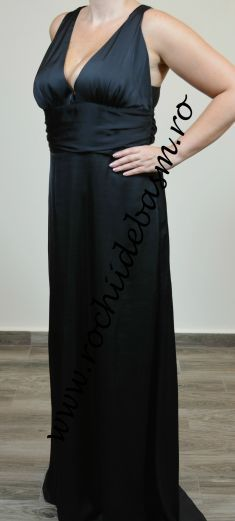 Rochie de seara neagra, silueta A-line #rochiidesearanegre #rochiidesearafaraaplicatii #blackeveningdresses