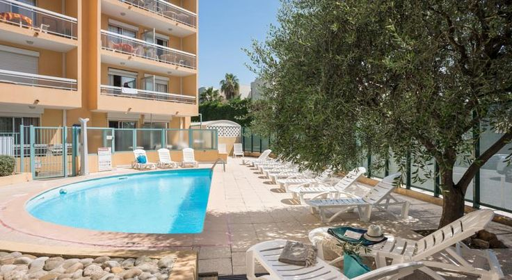 Résidence Pierre & Vacances La Rostagne Juan-les-pins Résidence Pierre & Vacances La Rostagne is located 500 metres from the city centre and beach. It features an outdoor swimming pool with a solarium, board games loan and bakery delivery services are available upon request.