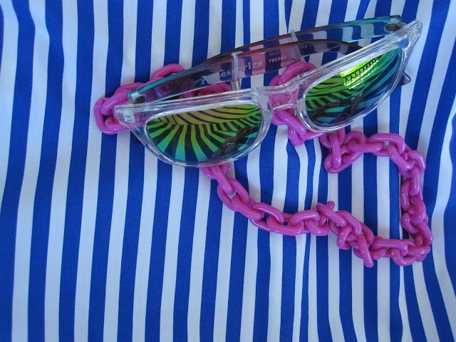 Pink Chain for sunglasses.