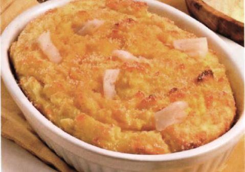 Il nasello con patate al forno si prepara pulendo il prezzemolo, la cipolla ed il nasello, si porrà in tutto in una pentola adeguata unendo anche la ...