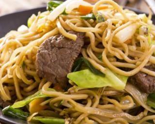 Wok de nouilles sautées aux légumes et boeuf : http://www.fourchette-et-bikini.fr/recettes/recettes-minceur/wok-de-nouilles-sautees-aux-legumes-et-boeuf.html