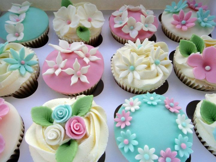 loving the spring colours of these cupcakes! via @cupcakeblog