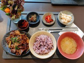韓国でしか食べられない美味しい定食が食べられるカフェ【バックグラウンド】