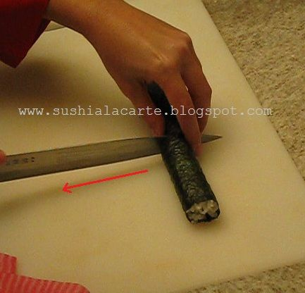 Sushi a La Carte :: Como cortar o rolinho de sushi