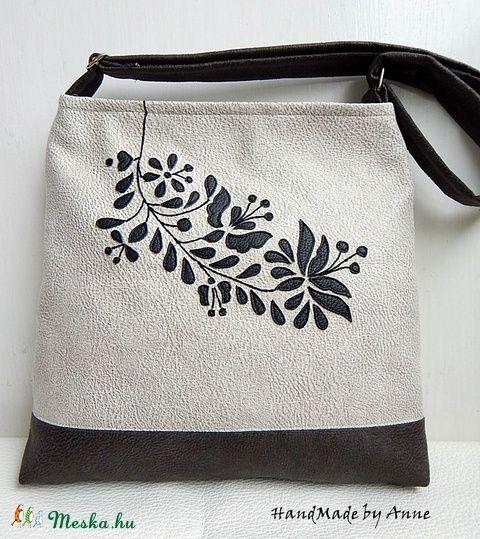 Meska - Kalocsa virágai textilbőr válltáska, oldaltáska  annetextil kézművestől