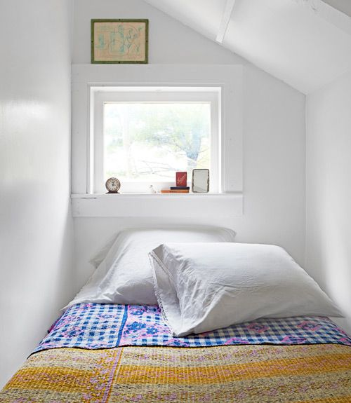 17 best ideas about sleeping nook on pinterest bed nook for Caravane chambre 19 shopping