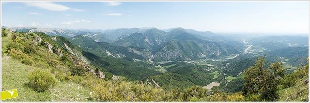 Vallée de L'Asse depuis le Cousson by solo-graphique, via Flickr #haute-Provence