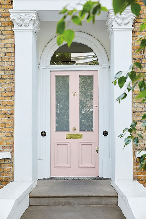 Door: Dorchester Pink – Mid 286 Surround: Loft White 222