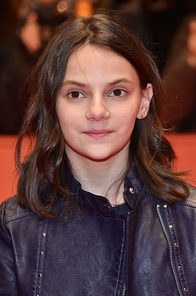 Dafne Keen: leather jackets at eleven!