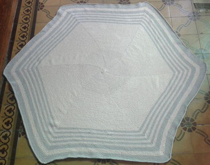 Alfombra tejida al crochet