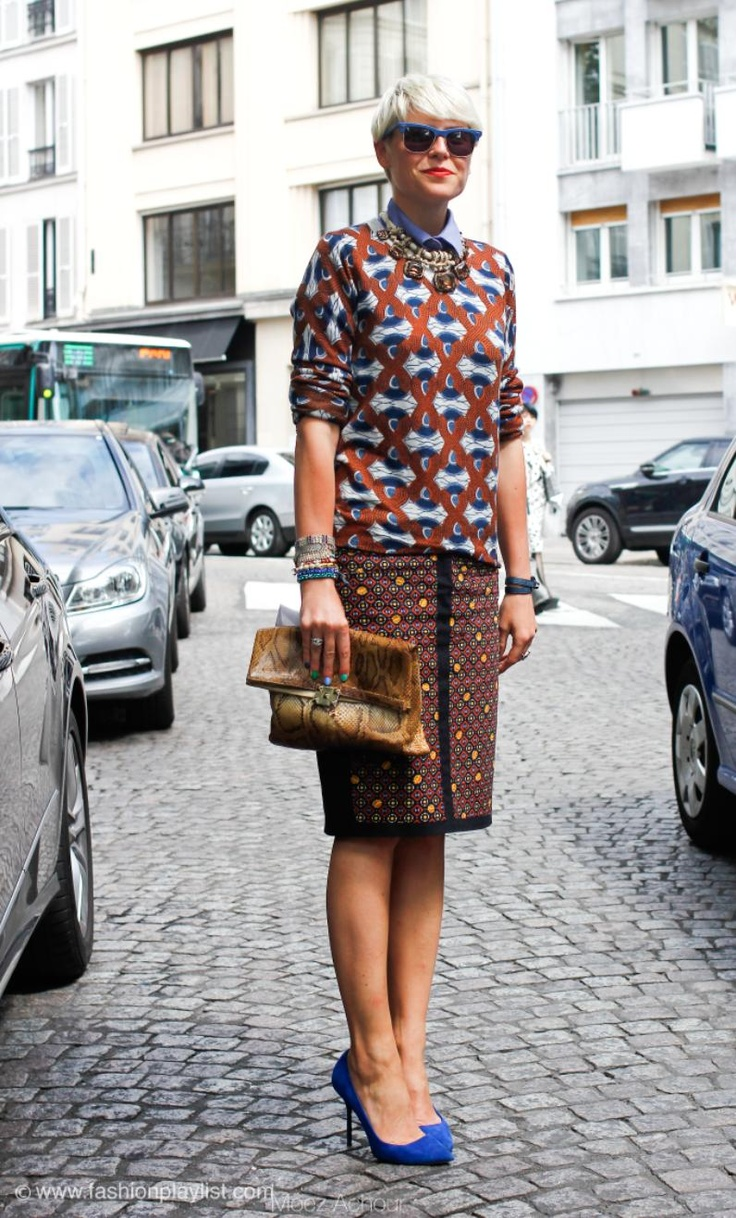 Elisa Nalin, mismatch pattern, on the street in Paris