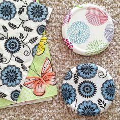 Decorar tapas de frasco con servilleta y papel de regalo a través de decoupage