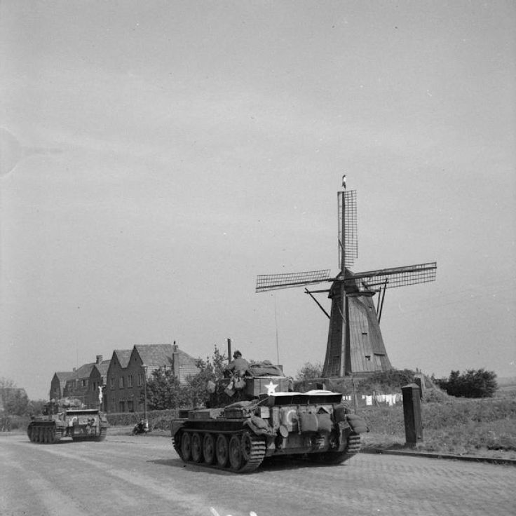 Cromwell tanks of Guard's Armoured Division, British XXX Corps driving along 'Hell's Highway' toward Nijmegen, the Netherlands, 20 Sep 1944 — em Eindhoven, Vlokhovenseweg.