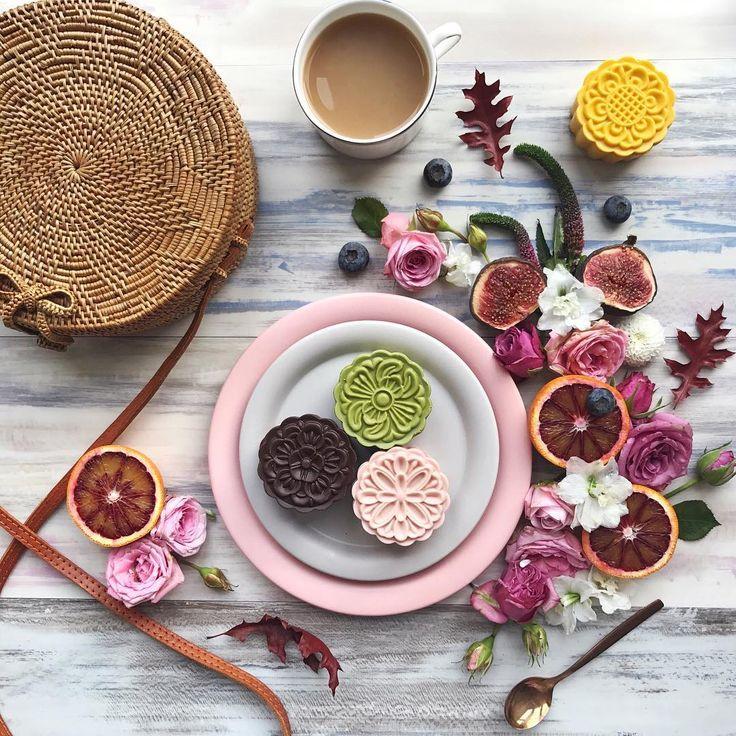 "1,768 Me gusta, 116 comentarios - flatlays /flowers /adventures (@emma_lauren) en Instagram: ""🌝🍂🍁Happy mid autumn festival! 🍂🍁🏮 For my friends who celebrate how many mooncakes have you eaten so…"""