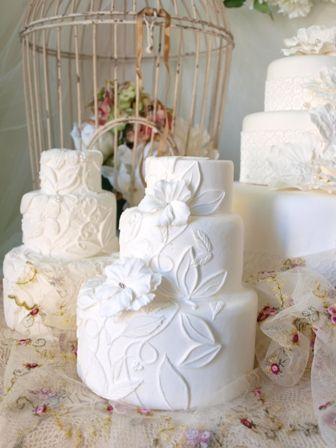 クレイで作るウェディングケーキ  WeddingFactory http://www.weddingpartyfactory.com/  http://clayartwedding.net/