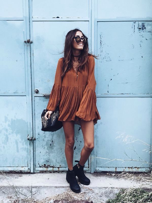 Auburn 70s Style Dress, Black Boots, Shades, Black Studded Hand Bag, and a Black Choker Necklace - http://ninjacosmico.com/22-beautiful-boho-chic-outfits-try/