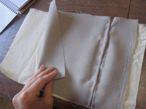 Passo a passo de como fazer um bolso embutido. Geralmente encontrado em peças mais finas e sociais, é super estiloso, e um detalhe q...