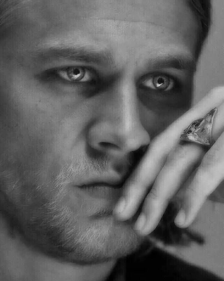 Charlie Hunnam <3 Look at those eyes. They just draw you in.....