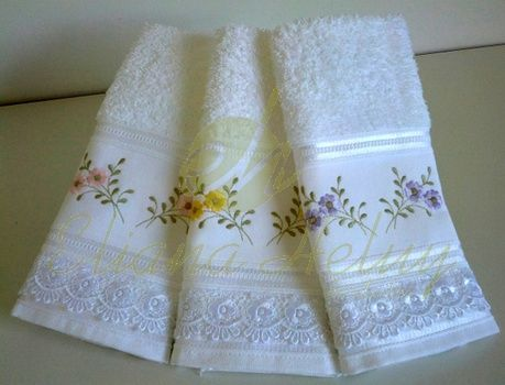 Toalhas de lavabo bordadas. Towel embroidered toilet
