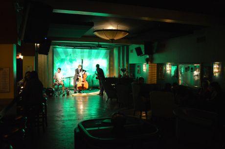 Daniel Stark Trio at Common 414. Photo Credit: visitRaleigh.com/GRCVB