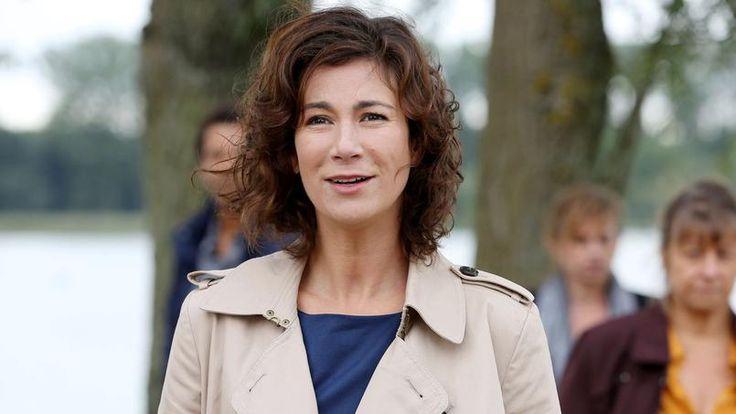 L'humoriste belge confirme sa puissance dramatique dans la fiction Vogue la vie sur France 2.