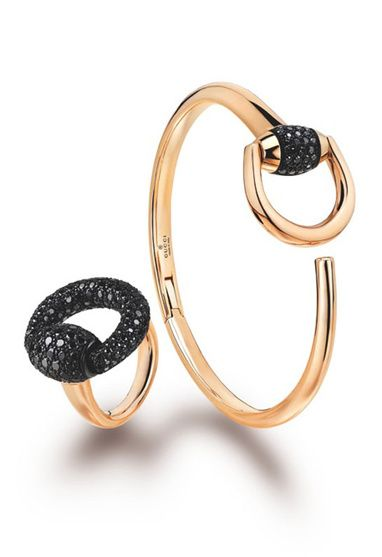 The Horsebit Cocktail ring, by Gucci Joaillerie. The Italian jewelry house has brought equestrian inspiration to a new piece in pink gold, black diamonds and corundum.