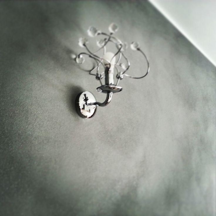 Decorativo CeboSpark grigio opaco con glitter argento. Realizzazione a pennello.