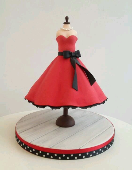 tarta traje rojo