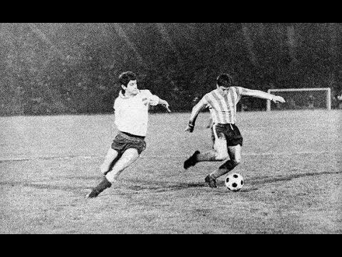 Racing Club 2 CD Nacional 1 in Aug 1967 in Santiago, Chile. The Argentina club won the play off to decide the Copa Libertadores Championship.