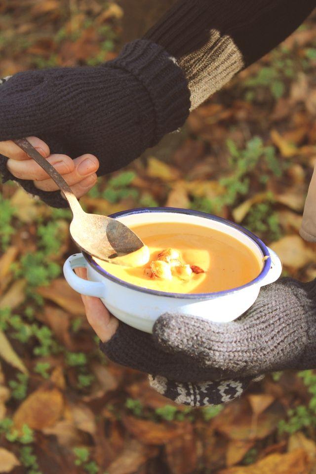 sweet potato, jerusalem artichoke and coconut powder soup.  www.solongandthanksforallthefood.com