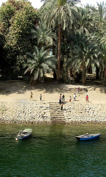 Children playing on the banks of the Nile, EGYPT   (by LeoKoolhoven on Flickr)