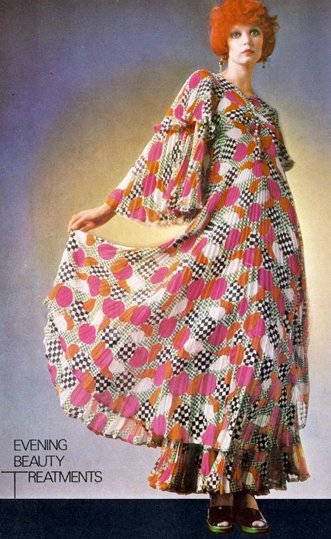 Jean Muir - Robe Maxi - Soie Multicolore - Vogue - 1972 maxi dress long pleated wild graphic print pink white black dots flutter sleeves 70s vintage fashion gown photo print ad model