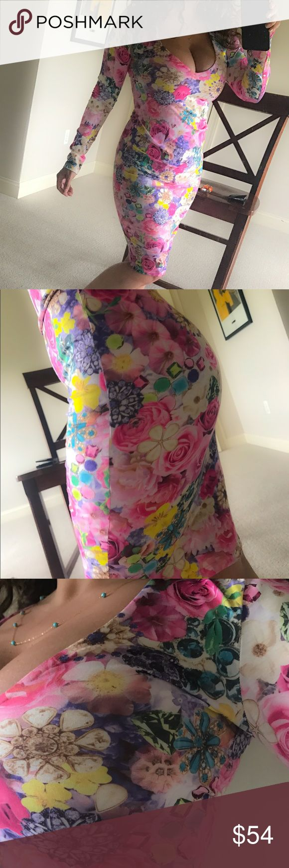 Floral  bodycon sexy dress tight top date Night 💐 Sexy floral bodycon dress 💕💕💕 fits like a glove in the most flattering way 😍 US size 4 but I think it fits like a size 2-3 💕💕💕 preowned good condition.. one of my faves but hardly wear it anymore 💐💐💐💐💐 ASOS Dresses