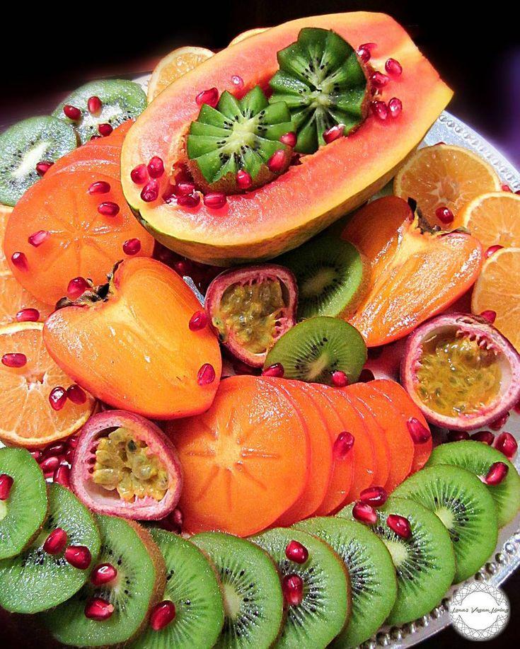 FESTIVE FRUIT TRAY FOR THE WEEKEND   #vegan #fruits #fruitarian #raw #antioxidants #delicious #nutritious #juicy #glutenfree #refinedsugarfree #instantfood #nongmo #organic #crueltyfree #worldwideveganfood